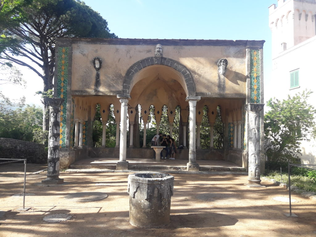 chiostro villa cimbrone